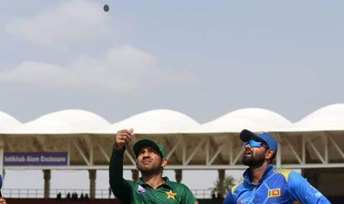 2nd ODI: Pakistan opt to bat under clear skies