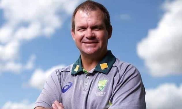 Matthew Mott extended his contract as head coach of the Australian women's team