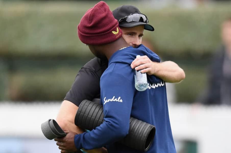 हैमिल्टन टेस्ट पहले रोच से गले मिले विलियमसन