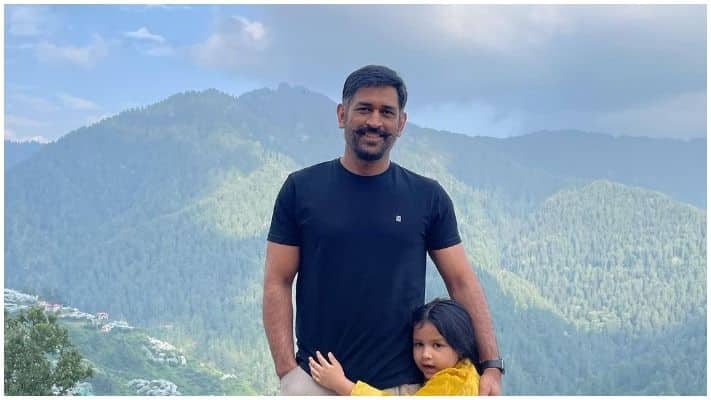 MS Dhoni With His Daughter In Simla