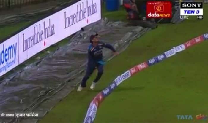 Watch video ind vs sl rahul chahar took a stunning catch of avishka fernando at boundary line 4848927