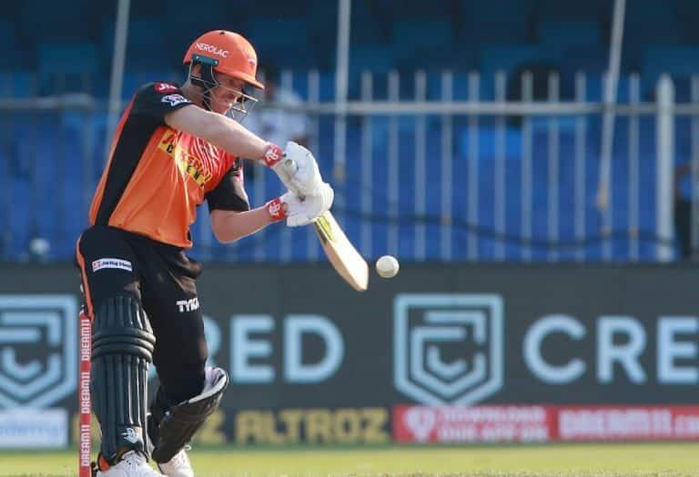 डेविड वार्नर बुधवार को दिल्ली कैपिटल्स के खिलाफ मैच के दौरान अपना खाता तक नहीं खोल पाए। तीन गेंद खेलने के बाद वो शून्य पर आउट हुए।