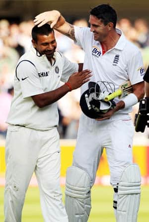 Pietersen, Praveen shine on second day of Lord's Test
