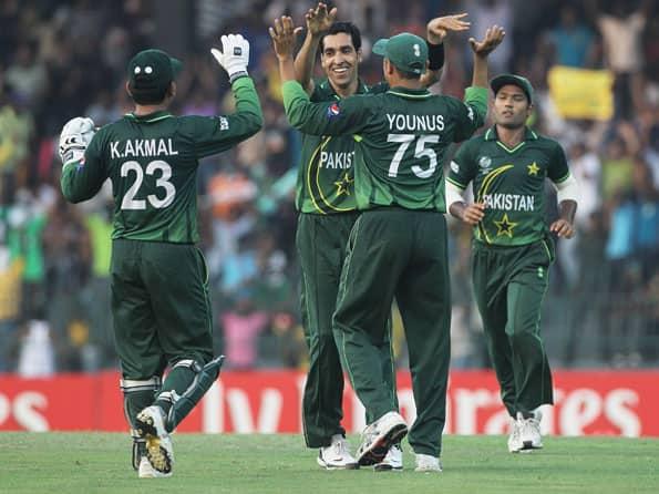 Pakistan bundle out Australia for 176