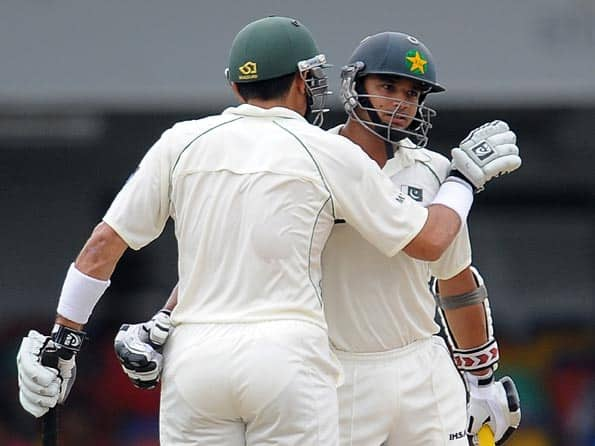 Rain halts Pakistan's charge on second day at Colombo