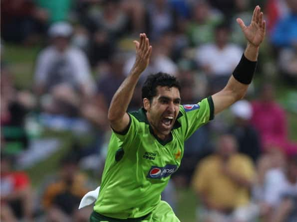 I saw James Anderson tamper with the ball: Umar Gul