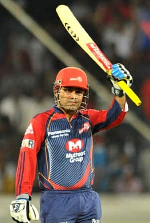 Virender Sehwag annihilates Deccan Chargers by four wickets!