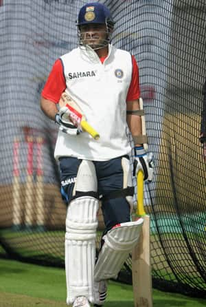 Strauss says it will be tough for Sehwag to lift India's spirit