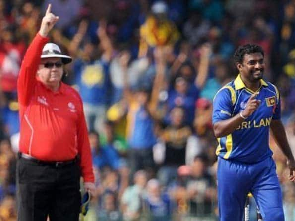 Fans ignore rules to watch Murali for the last time