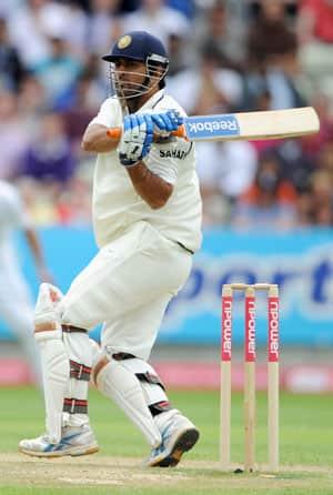 Dhoni moves up despite India's slip in ICC rankings