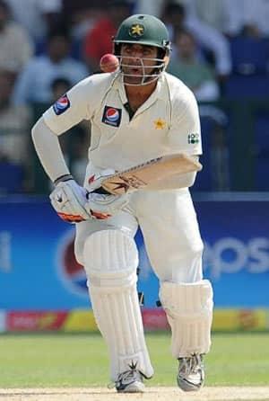 Umar near double-century as Pakistan lead surges to 242 at tea