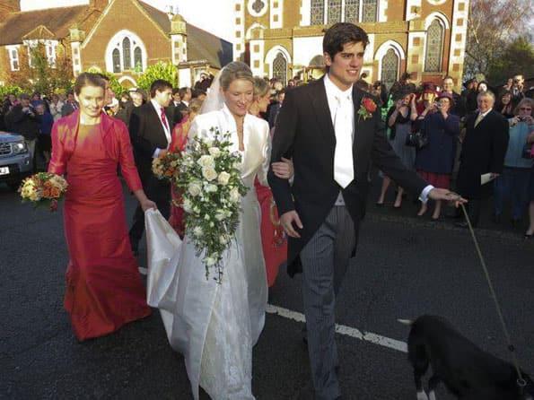 England cricketer Alastair Cook weds model girlfriend