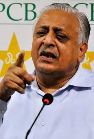 PCB under-fire for using inferior quality balls in domestic cricket