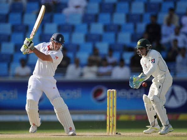 England hold slight edge over Pakistan on day one of third Test