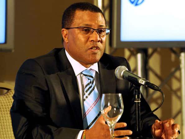 Cricket South Africa suspends chief executive Gerald Majola