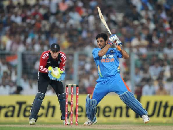 Dhoni half-century pushes India to 271 against England at Kolkata