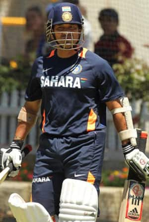 Tendulkar practises batting out of crease during India's training session