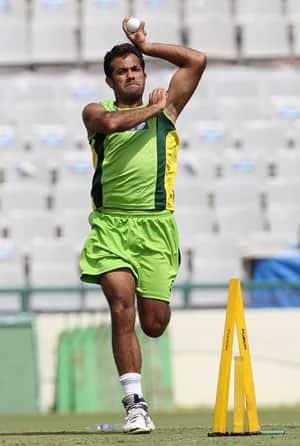 Riaz, Akmal denied clearance to play in Bangladesh series