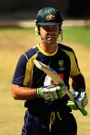 Brett Lee, Michael Hussey return as Australia opt to bat against Sri Lanka