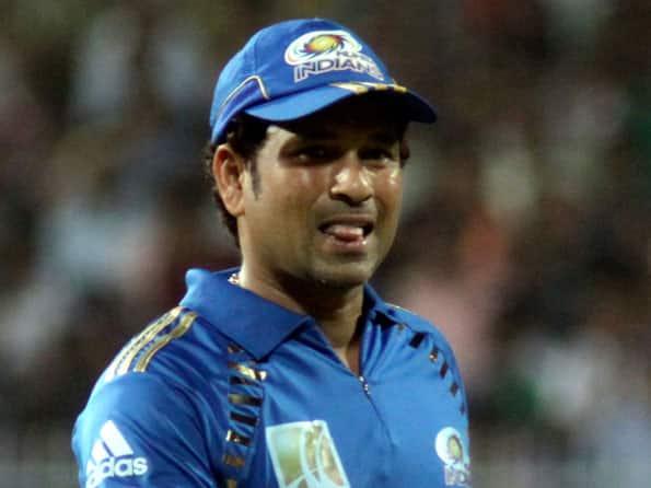 IPL 2012: Sachin Tendulkar gets away because he is master, tweets Murali Kartik
