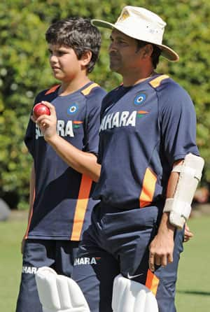 Sachin retirement not in the horizon; could play 2015 World Cup