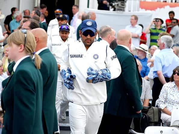 British media praises Dhoni's recall decision