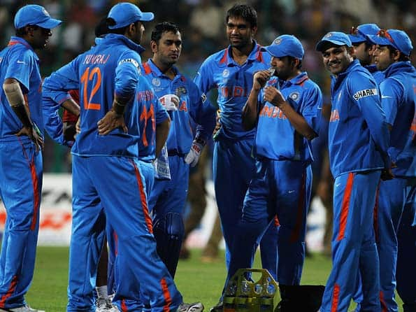 Dhonis blistering century sets up big India win