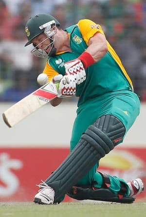 All-round batting display helps South Africa post 284/8