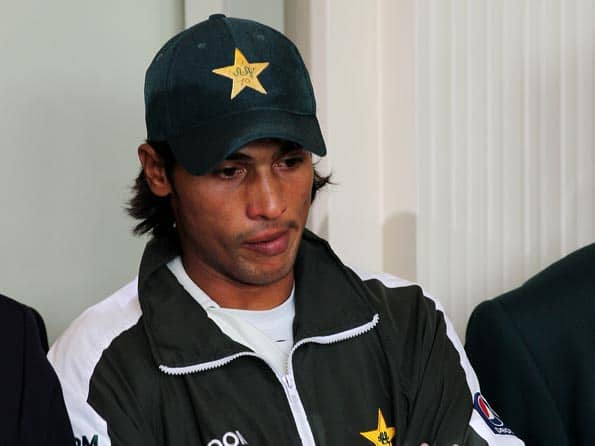 Banned Pakistan pacer Mohammad Aamer admits to spot-fixing