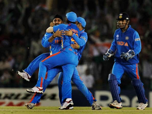 India romp into World Cup final