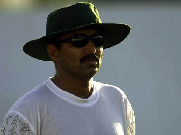 PCB sends showcause notice to Javed Miandad