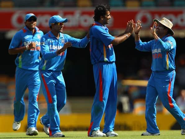Live Cricket Score India vs Australia, 7th CB Series ODI at Gabba: Australia reach 102/ 2 halfway