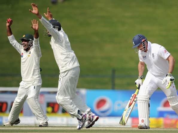 England make slow start after dismissing Pakistan for 257