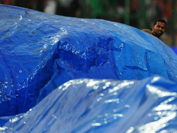 Rain delays toss of the IPL 2012 match of RCB-MI at Bengaluru