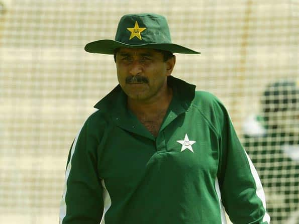 Miandad yet to respond to PCB's show cause notice