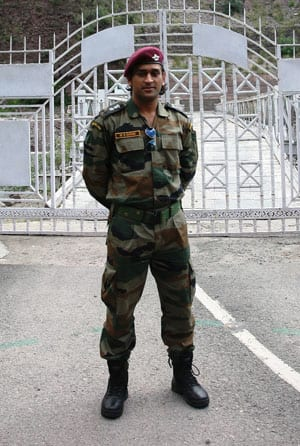 MS Dhoni to visit Siachen glacier and Leh