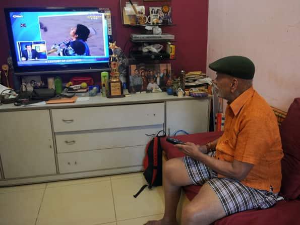 Sachin Tendulkar must not retire now, says coach Ramakant Achrekar