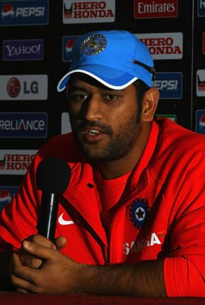 Injuries to fast bowlers worries Dhoni