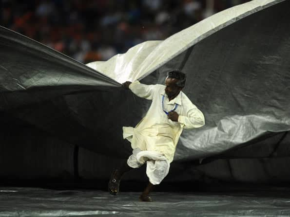 IPL 2012: Rain delays the start of DC-KKR match at Cuttack