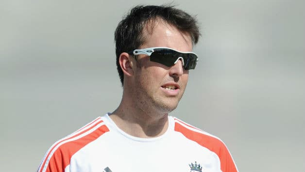 Graeme Swann leaves for England, expected to return before first Test against India begins