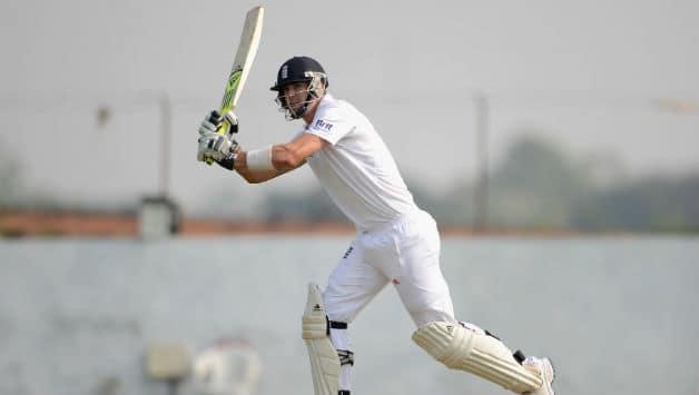 India vs England 2012: Live Cricket Score - England extend lead to 65 at Kolkata