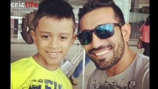 Robin Uthappa takes a selfie with an 8-year old KKR fan