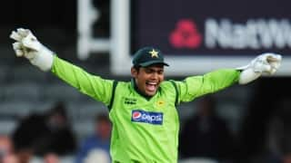 After Nasser Hussain, Kamran Akmal sets Guinness World Record, for highest dropped catch