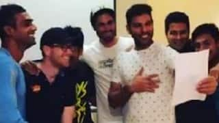 VIDEO: Yuvraj Singh and other SRH players try to get their team song right