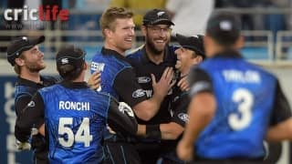 Daniel Vettori puts fitness talks to rest with a one-handed stunner