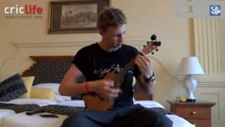 Joe Root plays Arctic Monkeys on Ukulele