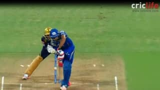 Sunil Narine rips through Rohit Sharma's defence with his magical delivery