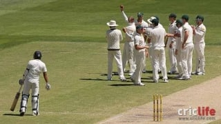 Nathan Lyon's tribute to Phil Hughes