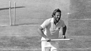 28 balls, one run and five wickets: Ian Botham demolishes Australia!