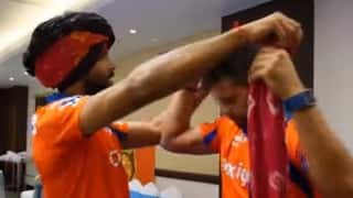 Video: Ravindra Jadeja teaches Suresh Raina how to tie Gujarati 'safa'